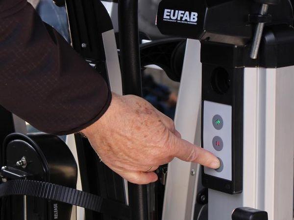 eal bike lift fahrradtr ger f r 2 fahrr der als hecktr ger. Black Bedroom Furniture Sets. Home Design Ideas