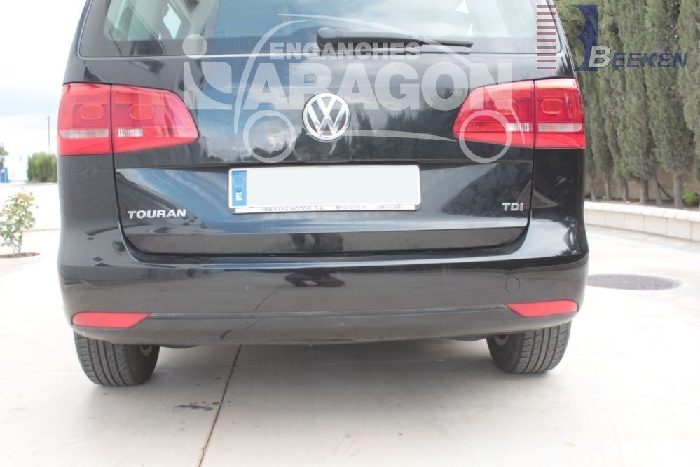 Anhängerkupplung für VW-Touran Van, spez. 7 Sitzer m. Erdgas(Ecofuel), Baureihe 2007-2010  vertikal
