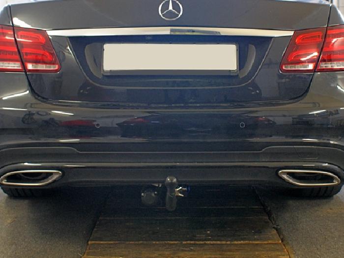 Anhängerkupplung für Mercedes-E-Klasse Limousine W 212, spez. m. AMG Sport o. Styling Paket, Baureihe 2009-2011  vertikal