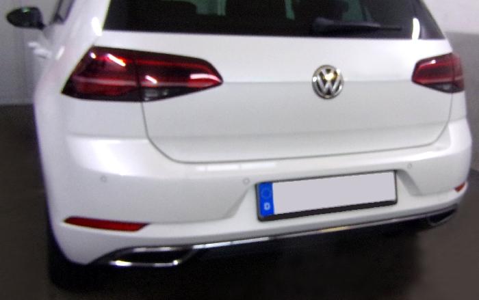 Anhängerkupplung VW Golf VII Limousine, nicht 4x4, Baureihe 2017-  vertikal